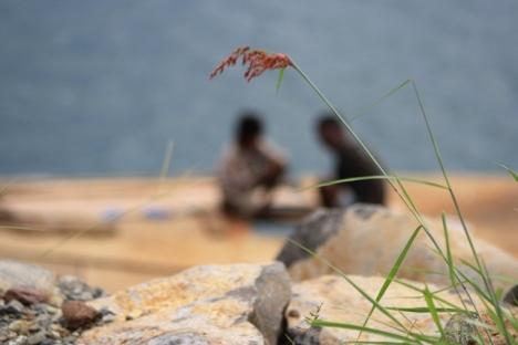 Org Bajau Laut sedang memancing ikan